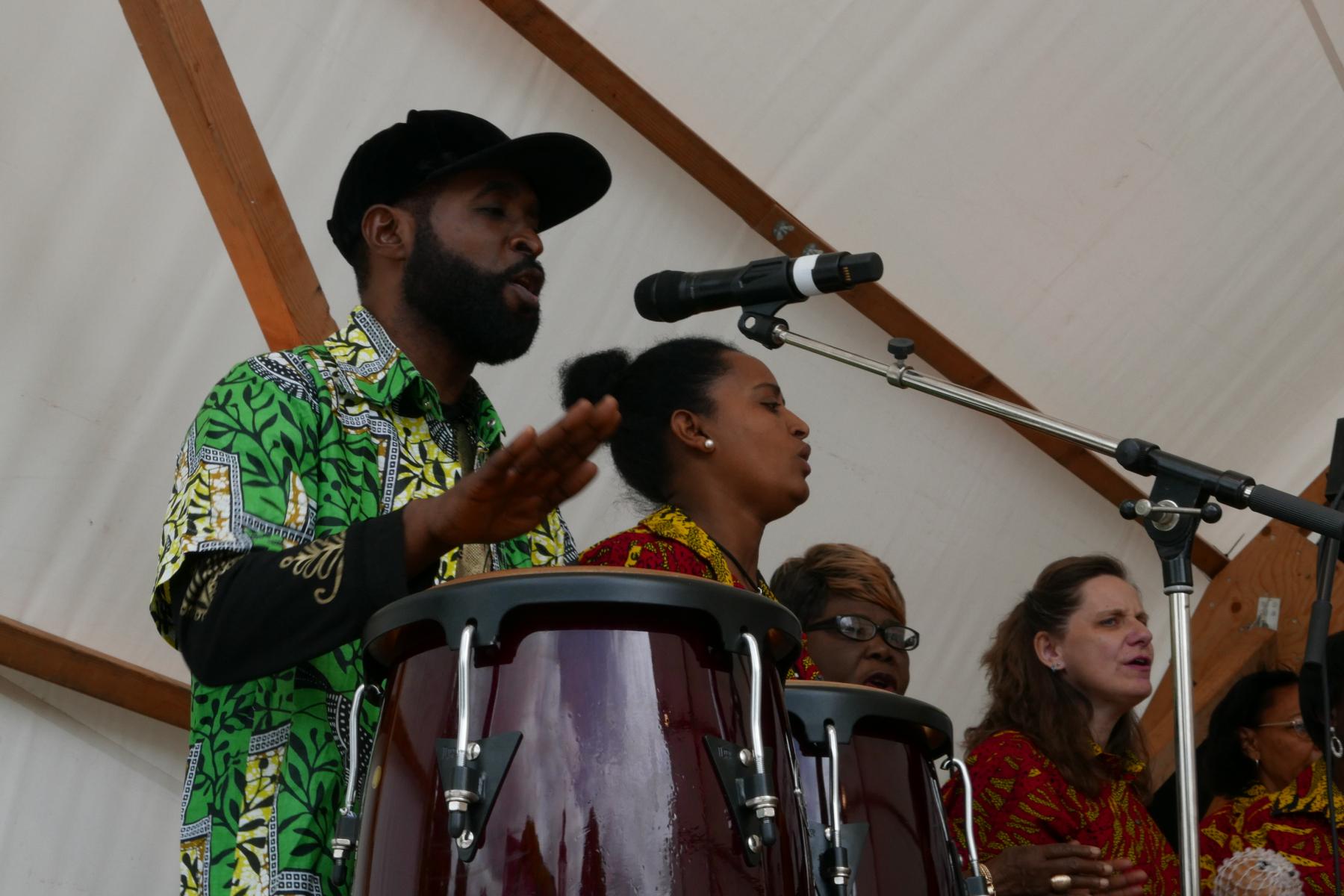 Animator, Trommler und Solosänger Dede Masaka Tingu, Kongo