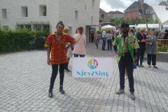Stolz wird das neue Banner von Njoy2Sing präsentiert